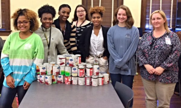Beta Club Collects Cranberry Sauce for Thanksgiving